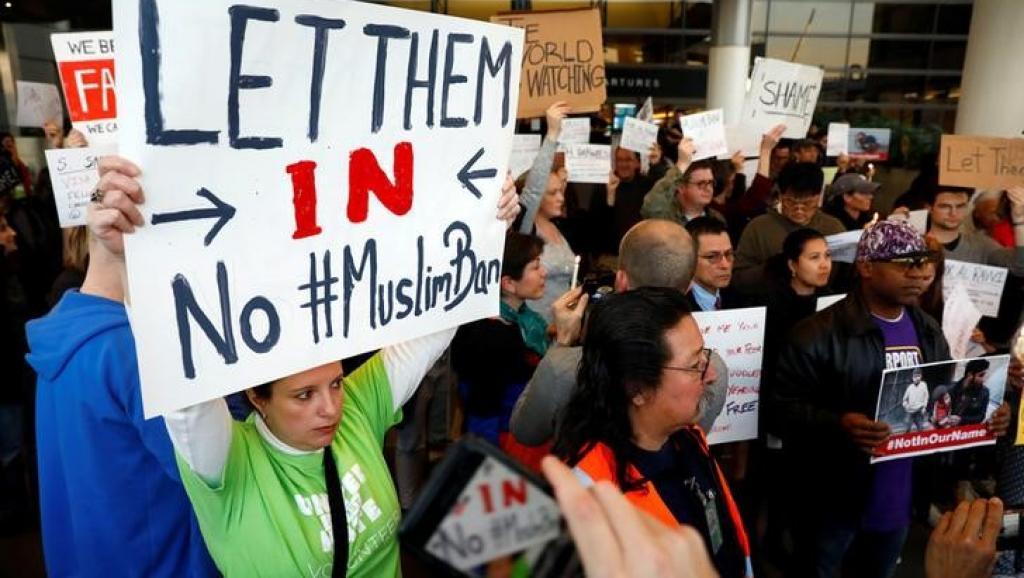 Tribunal permite que restrição de viagens de Trump entre em vigor
