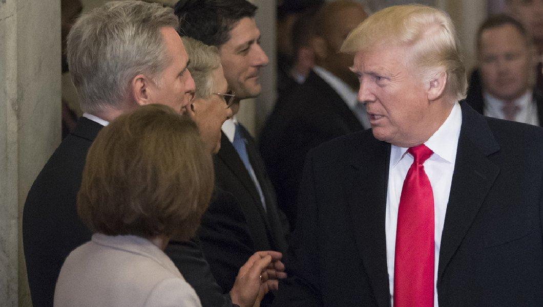 Republicanos e democratas se reúnem com Trump, que fala em legalização para jovens imigrantes