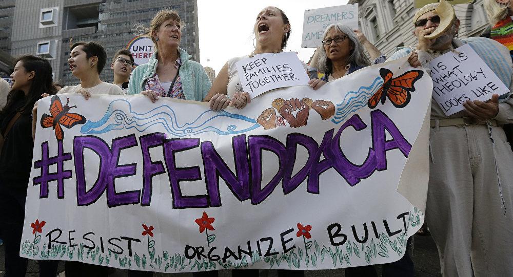 Justiça dos EUA bloqueia ordem de Trump que deportaria mais de 800 mil imigrantes