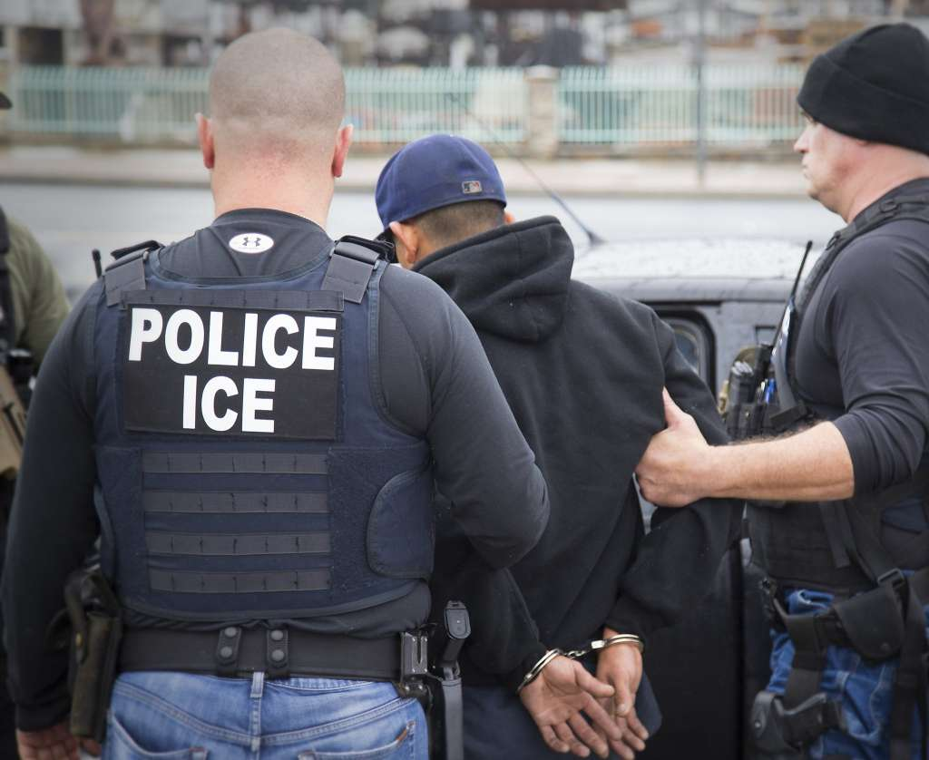 Imigração formaliza regra de prisão de indocumentados na Cortes