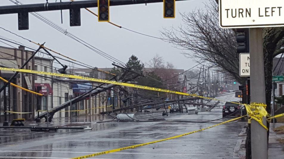 Mais de 300 mil sem energia em Massachusetts em meio a tempestade