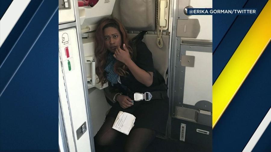 Aeromoça da United é demitida por embriaguez durante voo