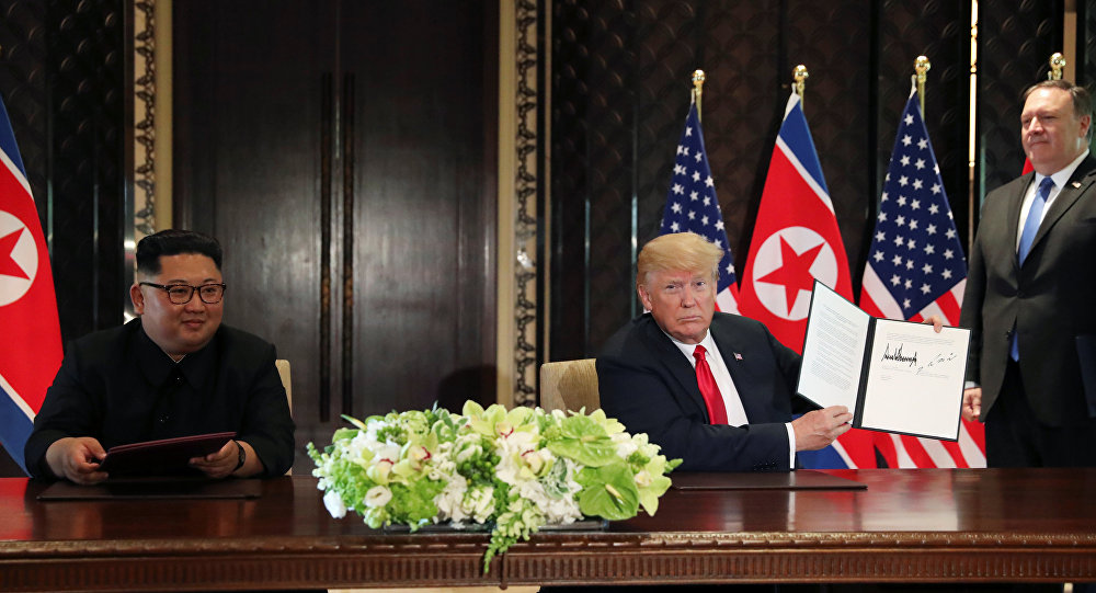 Donald Trump e Kim Jong-un assinam documento conjunto