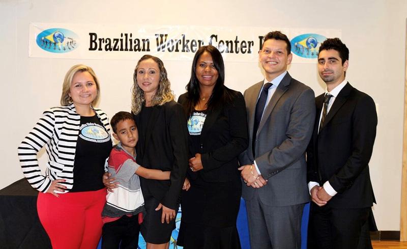 Mãe e filho brasileiros separados pela Imigração se reencontram em Boston