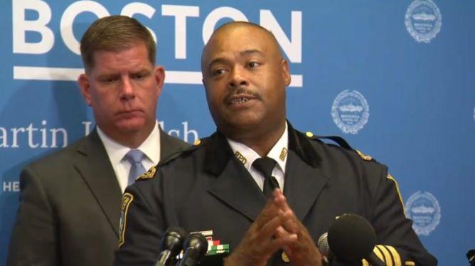 Boston empossa primeiro afro-americano comissário de polícia