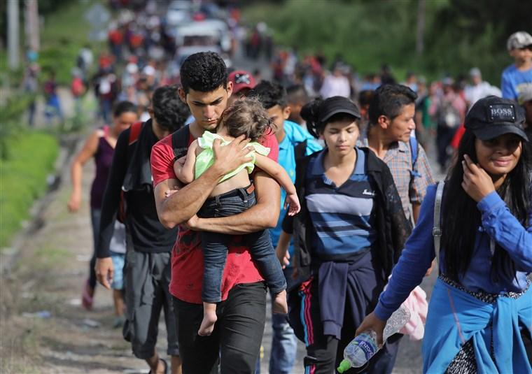 Caravana de imigrantes continua caminhada aos EUA