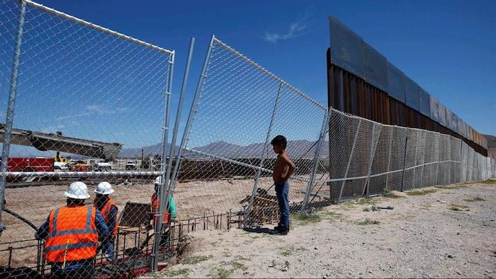 """Trump ameaça declarar """"emergência nacional"""" para construir muro na fronteira"""