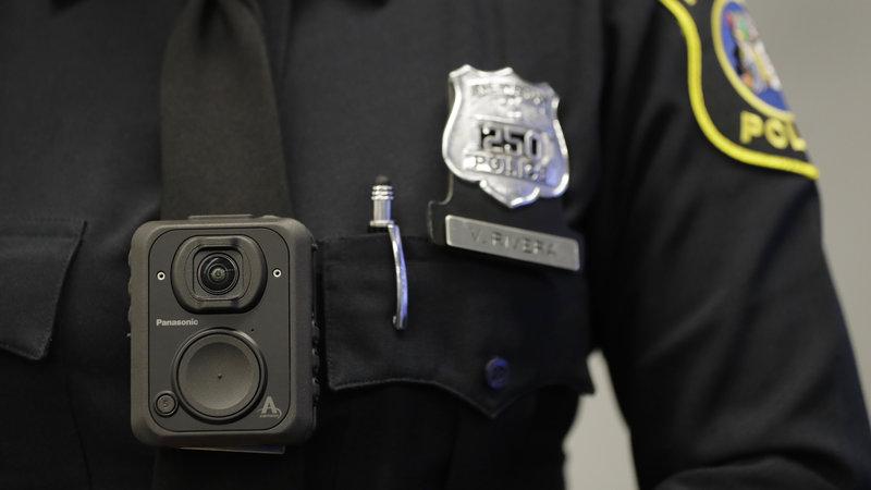 Policiais de Massachusetts começam a usar câmeras no uniforme