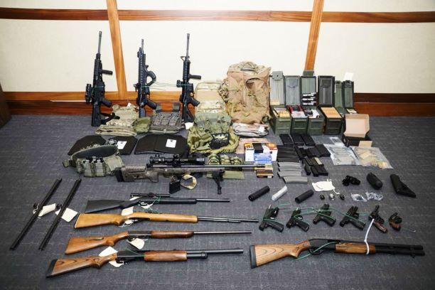 Oficial da Guarda Costeira trama para matar democratas e jornalistas