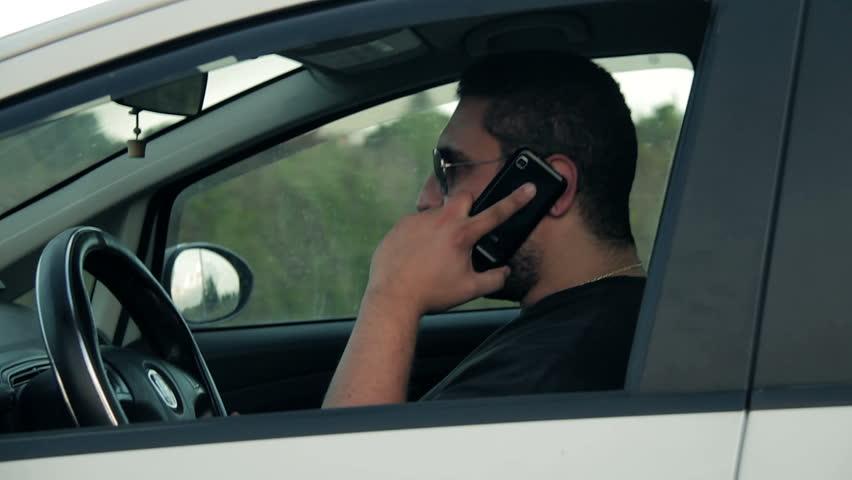Proibição de celular ao volante deverá virar lei em Massachusetts