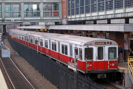 Metrô linha vermelha sem previsão para voltar ao normal