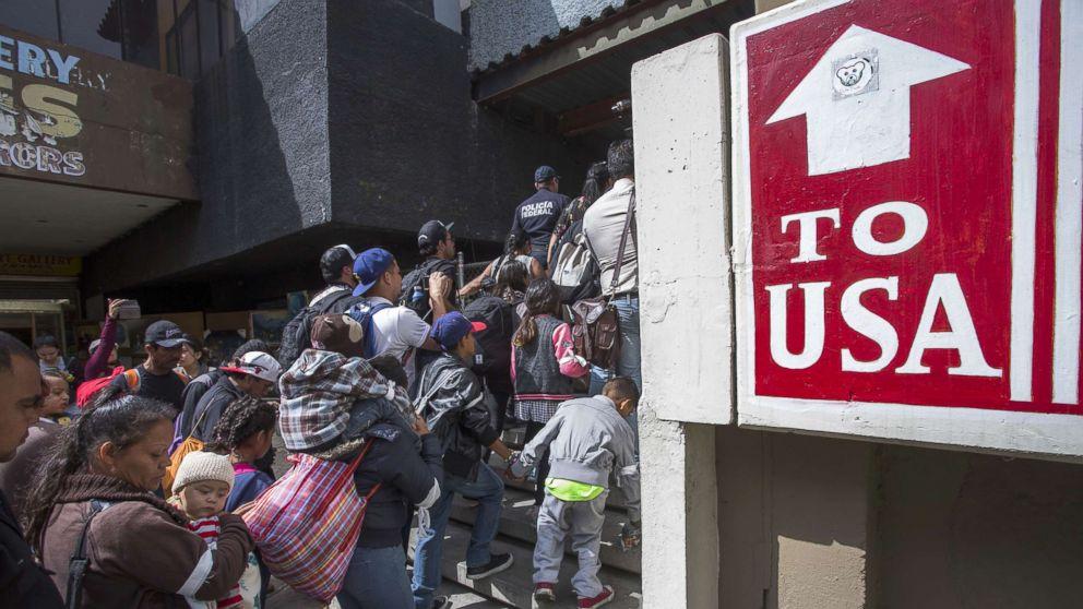 """Trump anuncia """"mudança radical"""" na lei de asilo"""