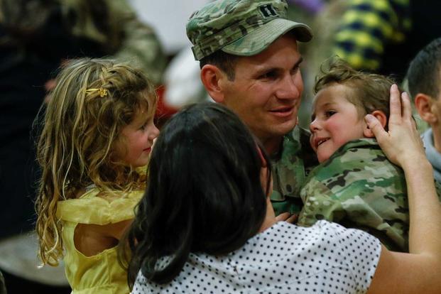 Governo americano encerra cidadania automática para alguns filhos de militares e trabalhadores federais nascidos no exterior