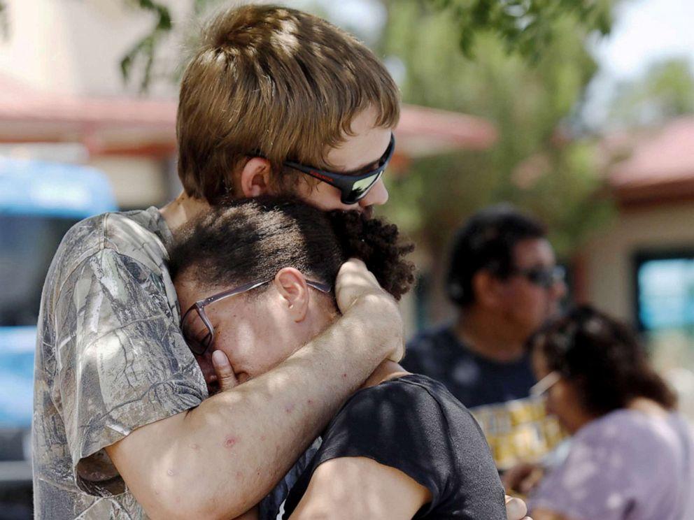 Ódio e acesso livre à armas levam a dois massacres no fim de semana americano