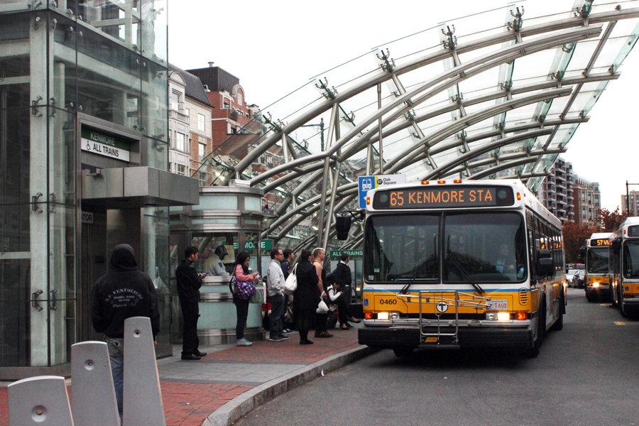 Novas rotas e serviços de ônibus alteram a rotina de passageiros
