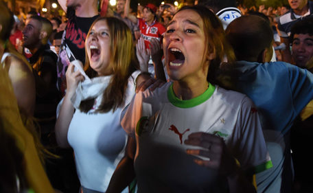 Fans of Alergia react during a public screening June 30, 2014 in Algiers of  Algeria's  2014 FIFA World Cup match against Germany in Brazil.  Extra-time goals by Andre Schuerrle and Mesut Ozil sealed Germany's 2-1 win over Algeria in the  last 16 clash to put the three-time winners into the World Cup quarter-finals.   AFP PHOTO / FAROUK BATICHE