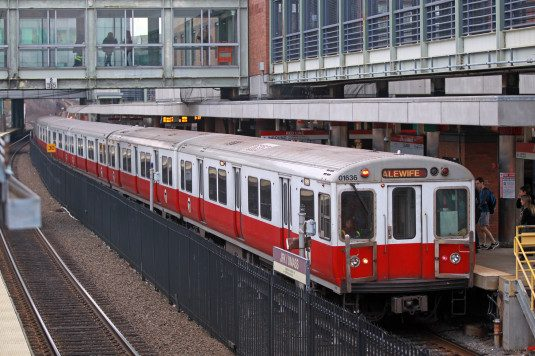 (121115  Boston, MA)      Red Line trains pass thru the area of Columbia road between the JFK station and Andrew Station.      Friday,  December 11, 2015.  (Staff photo by Stuart Cahill).