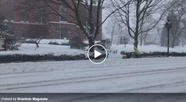 >>> LIVE! >>> Ventos fortes e uma tempestade de neve atingem Massachusetts