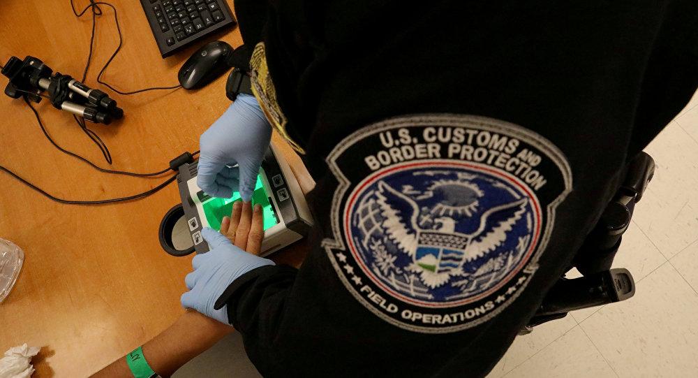 Governo Trump pode mirar imigrantes que usam assistência alimentar e outros benefícios