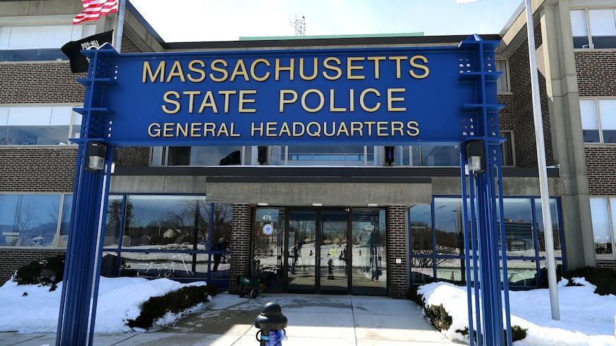 Diretora da folha de pagamento da State Police de Massachusetts acusada de roubar mais de $23 mil