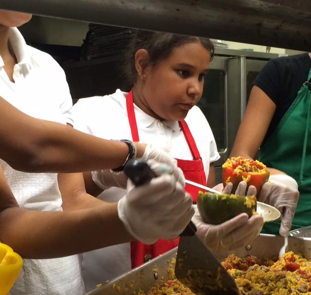 Prefeitura de Boston anuncia refeição gratuita para jovens durante o verão