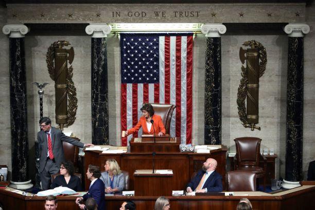 Câmara aprova resolução de processo de impeachment contra Trump