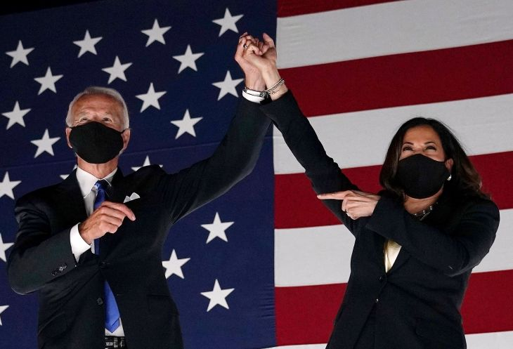 TOPSHOT - Former vice-president and Democratic presidential nominee Joe Biden (L) and Senator from California and Democratic vice presidential nominee Kamala Harris greet supporters outside the Chase Center in Wilmington, Delaware, at the conclusion of the Democratic National Convention, held virtually amid the novel coronavirus pandemic, on August 20, 2020. (Photo by Olivier DOULIERY / AFP) (Photo by OLIVIER DOULIERY/AFP via Getty Images)